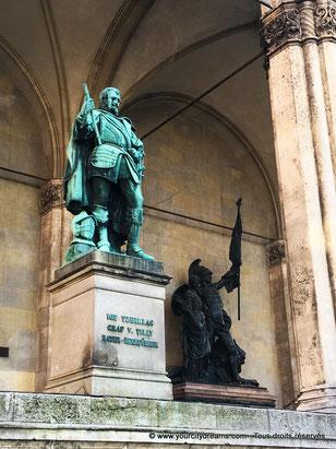 Statues d'officiers bavarois à Munich