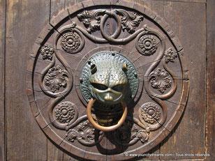 Poignée, magnifiquement décorée, de la porte de la cathédrale
