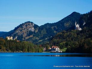Le site de Neuschwanstein est magnifique avec un lac et deux châteaux au milieu des alpes bavaroises