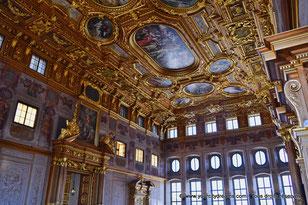 La salle dorée du Rathaus d´Augsbourg est magnifiquement décoré.
