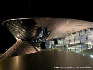 L'architecture du BMW Welt est remarquable. C'est l'un des sites les plus visités de Bavière.