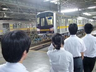 内部にある列車を見学。