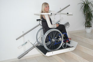 Plattformlift Delta - Der Rollstuhllift für gerade Treppen