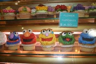 流行のカップケーキ
