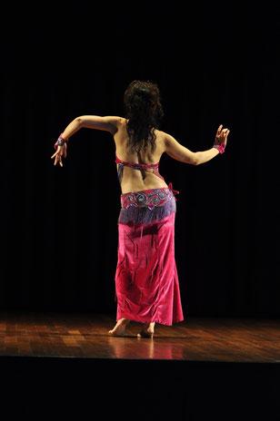 orientalischer Tanz, Bauchtanz Bern und Thun, Weiblichkeit, Frausein, Wechseljahre, Rückengymnastik, Beckenboden, Achtsamkeit, Ausdruckstanz, Körperwahrnehmung