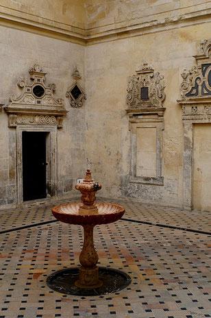 Photographie, Espagne, Andalousie, Séville, cathédrale, cpatio, fontaine, gothique art religieux, voûtes,, Mathieu Guillochon.