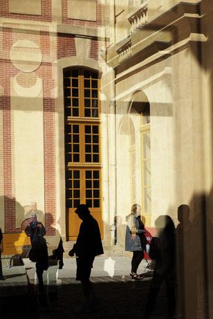 Mathieu Guillochon, photographe, Versailles, château de Versailles, art, architecture, jardins, sculptures, reflets, couleurs, lumières, reportage, bassinjardins à la française, ancien régime, Louis XIV, cours, touristes, inside outside