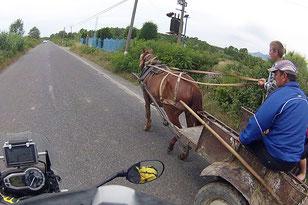 Typisches Verkehrsbild in Albanien