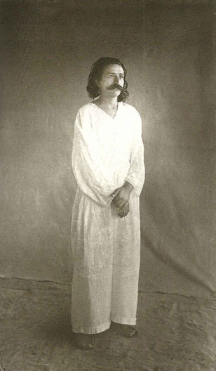 1927 - Ahmednagar, India.  This how Meher Baba looked when Louis passed away.