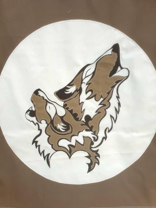 Porte de tipi deux loups en toile appliquée
