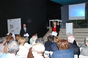 Agathe Jaggerschmidt présente Thomas Bohl, conférencier du jour. Photo Yvan François