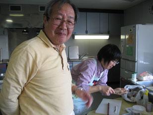 上手く出来てご満悦!調理師専門学校の上田副校長先生