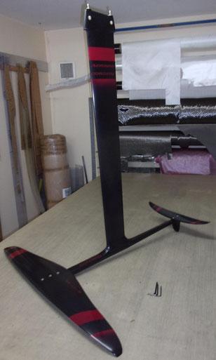 windfoil aeromod v2 noir et rouge cerise