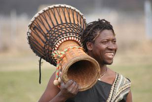 Trommeln in Mainz und Trommel- und Tanz-Workshops im Senegal mit Paul Diassy