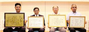 県さとうきび競作会で八重山地域から4人が表彰された=24日午後、産業支援センター(那覇市)
