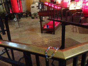 bracelet adolescente présenté à Sainte Thérèse