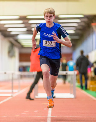 Jan Siebert sprang mit 1,63 Metern auf den zweiten Platz im Hochsprung der U16.