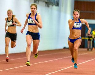 Katrin Boche (Mitte) wurde in 8,01 Sekunden U20-Siegerin über 60 Meter.