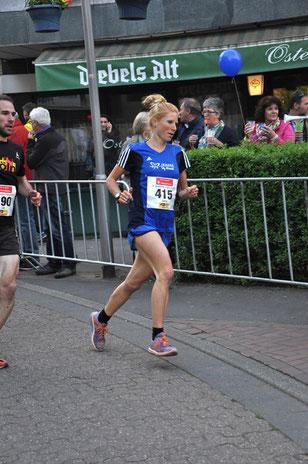 Das Archivfoto zeigt die erfolgreiche Langstrecklerin Jana Groß-Hardt beim Bocholter Citylauf am 2. Mai.