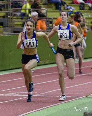 Johanna Gries (hinten) und Jamira Lauf (vorne) wollen mit ihren Staffelpartnerinnen Nike Dangelmaier und Hannah Schoofs die DM-Norm in Dortmund knacken. (Foto: Jan-Hendrik Ridder)