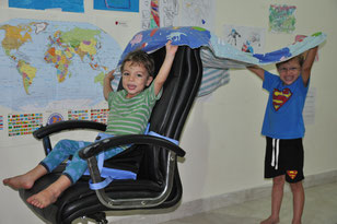 Kinder, macht mal ein Symbolbild zu Hitze und Strom
