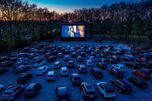 Wo abends derzeit das Autokino vom Filmforum läuft gibt es am 1. Mai-Wochenende tagsüber PKW-Gottesdienste