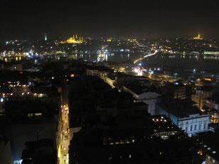 Blick über Istanbul bei Nacht