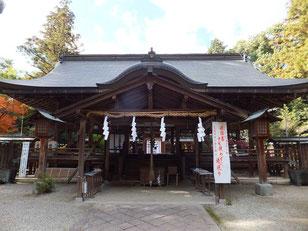 大和神社拝殿(主祭神:日本大国魂大神も饒速日尊とする説が有力。風早大国魂と異名同神なり)