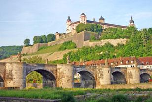 マリエンベルク要塞と旧マイン橋