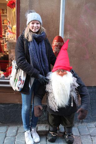 """Elisabeth Schwake mit """"Tomte"""" in Stockholm"""