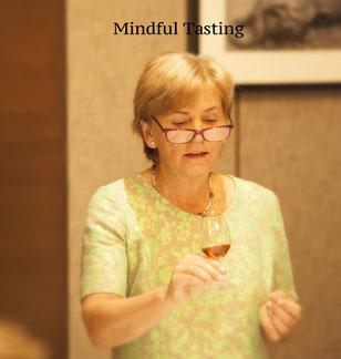 Mindfulness Coach Stefanie Breme beim Whisky Tasting