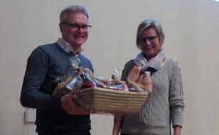 Für Ihre langjährige Arbeit als Kassiererin wurde Lisa Drössler durch Abteilungsleiter Reinhard Kindig geehrt.