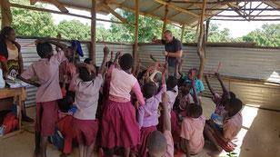 Lernen in Kenya - vielleicht weniger auf einmal dafür aber mit sehr viel Weitsicht. (zum vergrössern klicken)