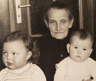 Maria Scherer mit den Bier-Kindern