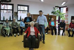 links: Heimleiterin S. Wecker, Frank Dewes, Hedwig Schuch