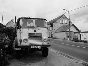 der Verkehr auf den Strassen vor Paris wurde immer dichter