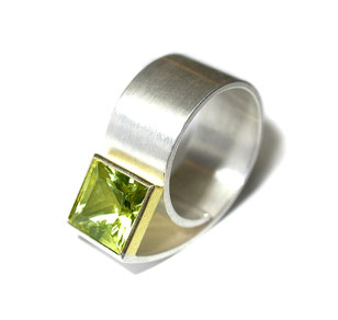 außergewöhnlicher Ring in Silber mit facettiertem Lemoncitrin
