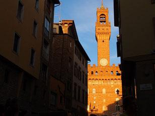 Palazzo Vecchio - Blick von einem Ristorante in der 2. Reihe