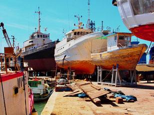 Holzschiffe werden hier noch fachgerecht gepflegt