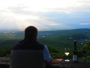 Bernd - selbst ein Winzer - geniesst seinen Wein