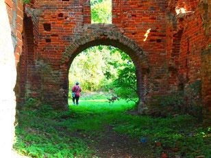 Durchgang zum Burg Flügel