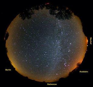 Die Milchstraße und die Sternbilder des Winterhimmels über dem Naturpark Westhavelland (Bild: Andreas Hänel)