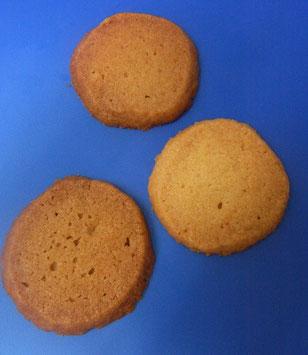 上中下、3種類の砂糖でそれぞれ作り焼き分けたもの