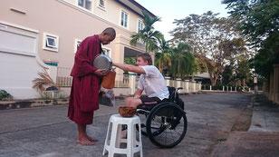 Offrande aux moines