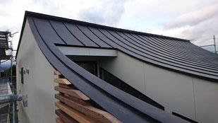 そり屋根 逆R屋根 カラーガルバリュウム鋼板 立平葺き