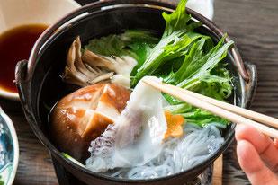たこしゃぶ、裏山で採れたアサツキ、島牧産シイタケ