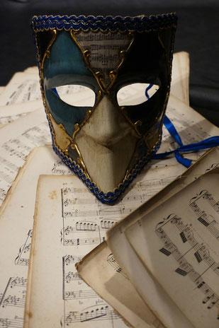 Ecole de musique EMC à Crolles - Grésivaudan : Partitions d'un pianiste durant un spectacle.