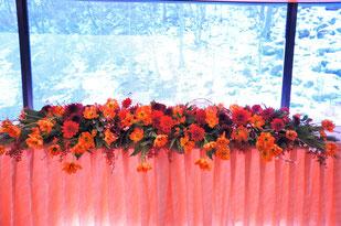 結婚式 ウェディング メインテーブル 高砂 洋キク・ダリア・チューリップで新年の和風イメージ