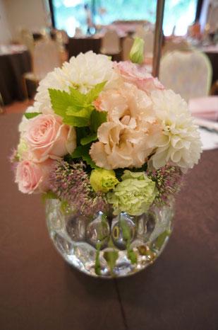 結婚式 ウェディング ゲストテーブル オフトーンでまとめて優しい雰囲気に