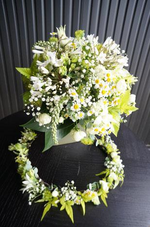 ナチュラルなお花をふんだんに使って花冠と合わせるとよりに素敵に